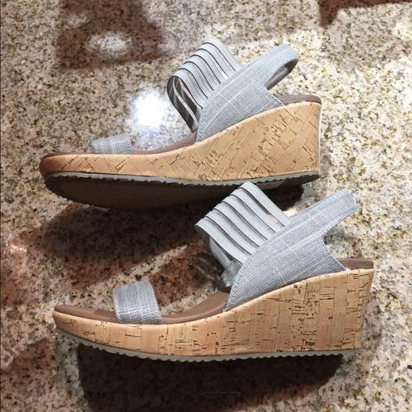 4e587547dbd4 Skechers Wedge Sandal with Luxe Foam Size 7